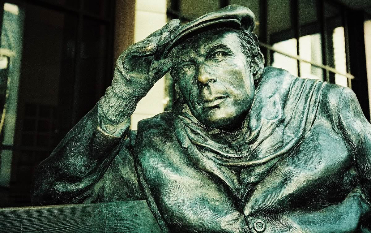 Bench Sculpture of Glenn Gould in Toronto, Ontario