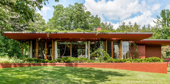 Lowell Walter House in Quasqueton, Iowa was designed by Frank Lloyd Wright.