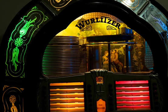 1947 Wurlitzer jukebox, model 1080, photographed by Paulo Philippidis in 2008.
