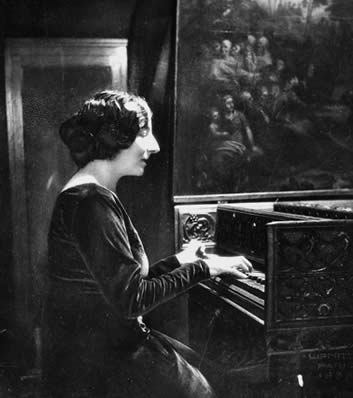 Wanda Landowska playing the harpsichord at a concert in Lwów, 1937.